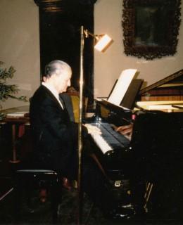 Alvaro in sala Granda del Municipio di Mirandola