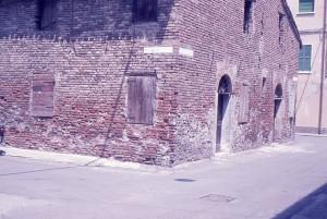 1970-Forse-la-casa-più-vecchia-di-Mirandola-Via-delle-Mura-ang.Via-Franciacorta-gent.conc_.-MarcoMascherini