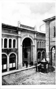 Galleria-Gallini-vista-da-P.zza-Mazzini-edic.Pavarotti