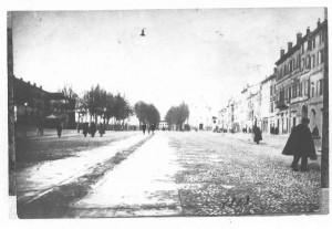 La-piazza-nei-primi-novecento-senza-il-Castello