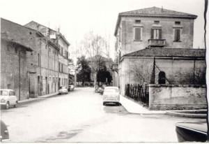 Via-Cesare-Battisti-ang.giardini-Cassa-Ris