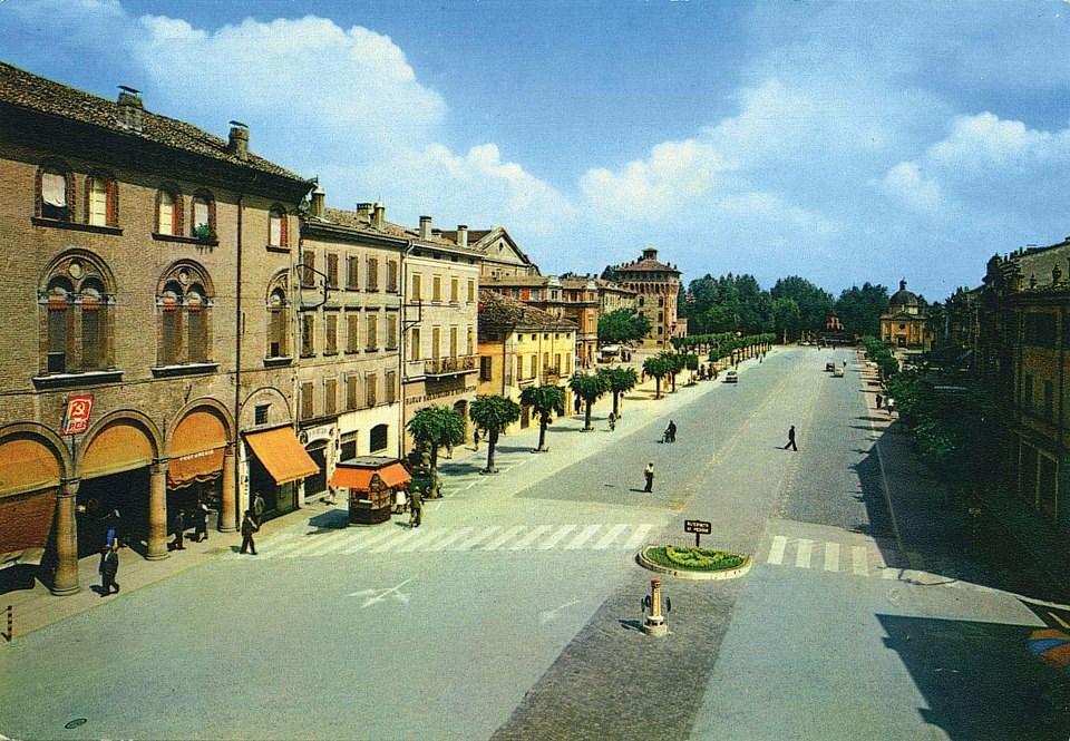 piazza con edicola Ave 2