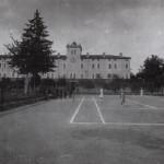 San Martino Spino Centro Allevamento Quadrupedi anni 40 partita di tennis nel campo