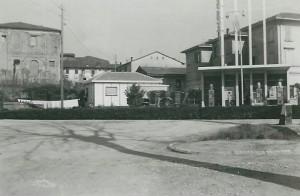 1960-Distributore-Shell-con-pesa-pubblica-Gent.conc_.Luigi-Borghi