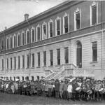 1915-Scuole-elemtari-pronti-per-una-passeggiata
