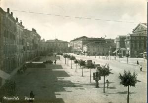 Mirandola-Piazza-Costituente-Gent.conc_.-Roberto-Neri