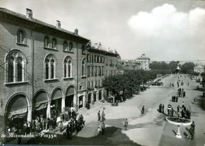 Mirandola-la-piazza-Gent.conc_.-Roberto-Neri