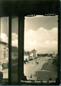 Mirandola-la-piazza-vista-dal-Municipio