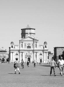 carpi-piazza-martiri-della-liberta-cca8fb80-a760-4928-9e76-bdd8fe5804ce